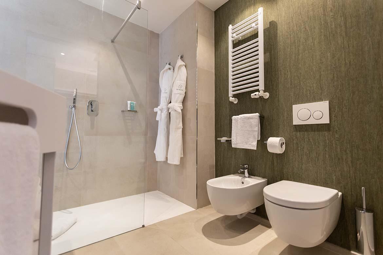bathroom hotel Pianca worldcontract